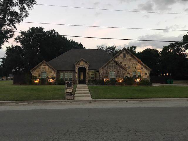 2106 Cates Street, Bridgeport, TX 76426 (MLS #14237748) :: RE/MAX Pinnacle Group REALTORS