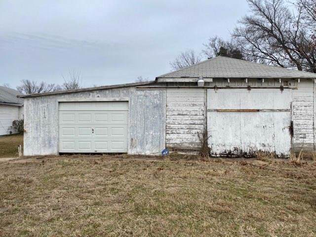 1604 W Sam Rayburn Drive, Bonham, TX 75418 (MLS #14237867) :: The Kimberly Davis Group