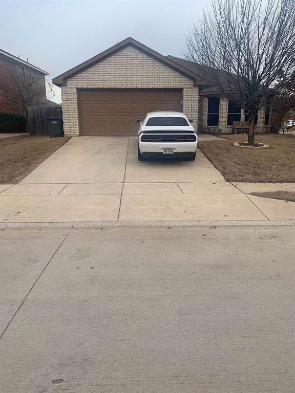 10800 Middleglen Road, Haslet, TX 76052 (MLS #14238855) :: Tenesha Lusk Realty Group