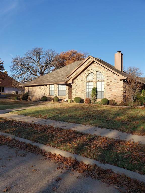 1300 Oak Harbor Boulevard, Azle, TX 76020 (MLS #14240169) :: Trinity Premier Properties
