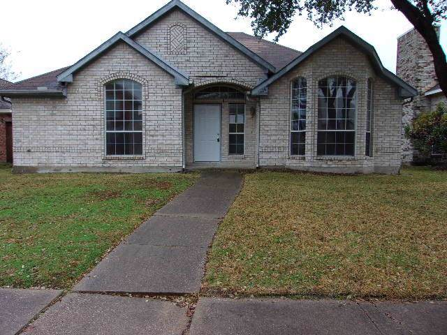 1426 Springwood Drive, Mesquite, TX 75181 (MLS #14241827) :: RE/MAX Town & Country