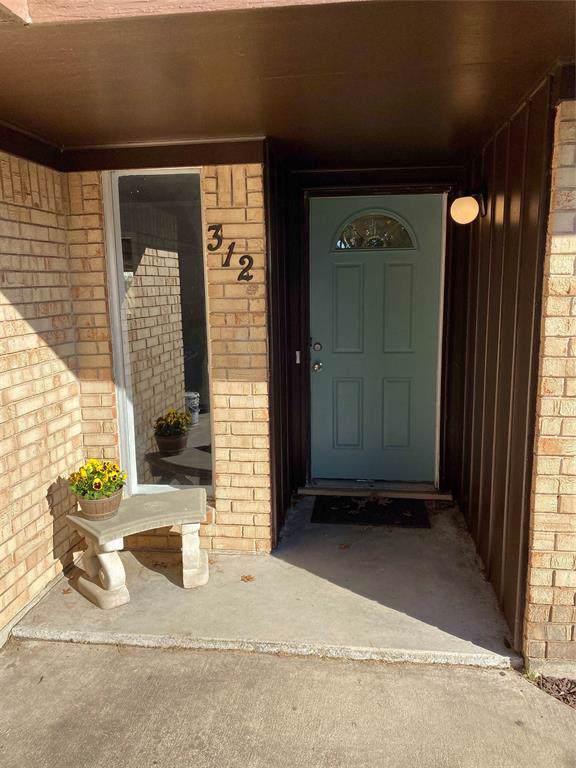 312 Hillside Drive, Gainesville, TX 76240 (MLS #14253173) :: Trinity Premier Properties