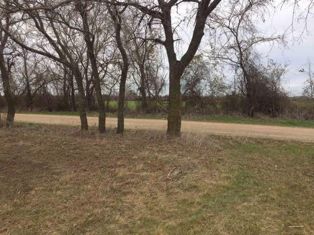 7760 Cr 418 A Road, Grandview, TX 76050 (MLS #14254994) :: Ann Carr Real Estate
