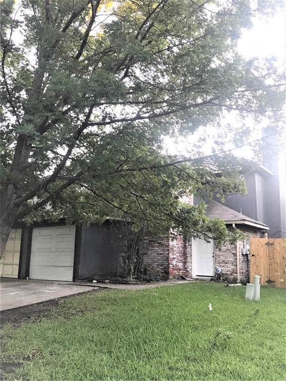 2643 San Sabastian Circle, Grand Prairie, TX 75052 (MLS #14256215) :: RE/MAX Pinnacle Group REALTORS