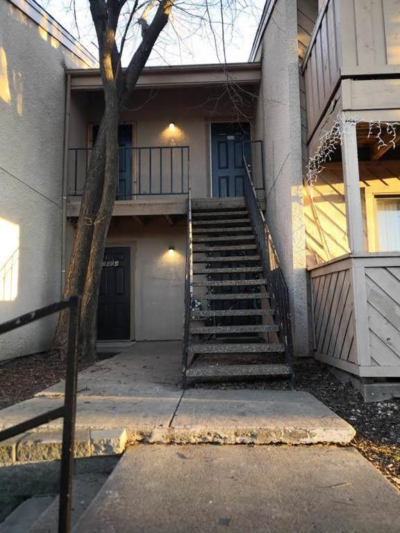 8110 Skillman Street #2003, Dallas, TX 75231 (MLS #14258579) :: Century 21 Judge Fite Company