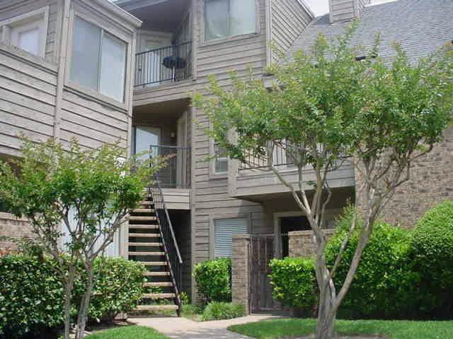 9827 Walnut Street #207, Dallas, TX 75243 (MLS #14260831) :: The Hornburg Real Estate Group