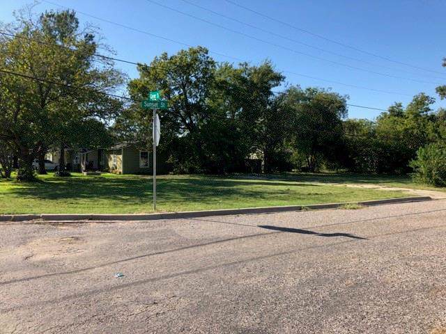 701 Carver Street, Whitesboro, TX 76273 (MLS #14263610) :: The Kimberly Davis Group
