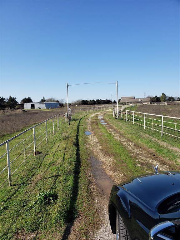 2819 Nokomis Road, Lancaster, TX 75154 (MLS #14265478) :: Van Poole Properties Group
