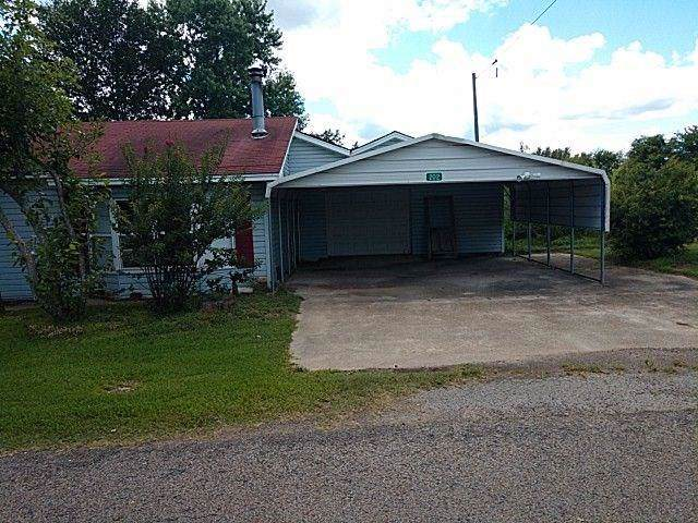 202 S Miller Street, Winfield, TX 75493 (MLS #14265792) :: The Real Estate Station