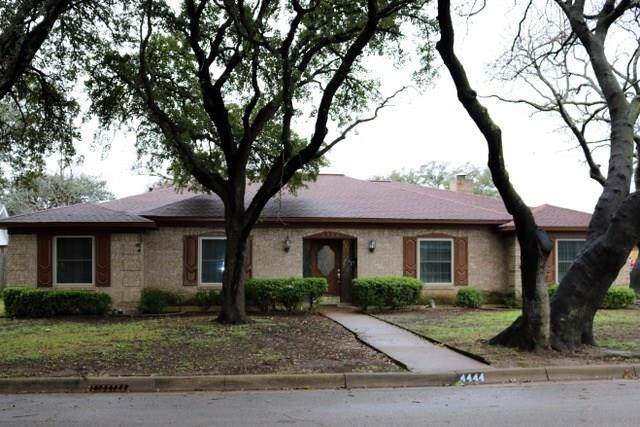 4444 Fiesta Circle W, Fort Worth, TX 76133 (MLS #14267262) :: Real Estate By Design