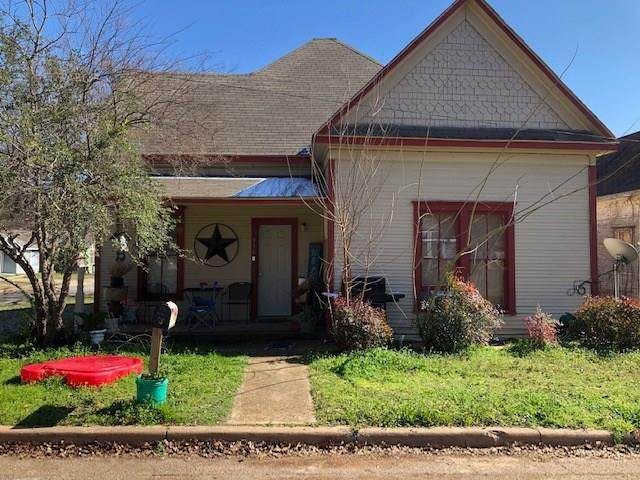 916 5th Avenue, Mineral Wells, TX 76067 (MLS #14276207) :: Team Tiller