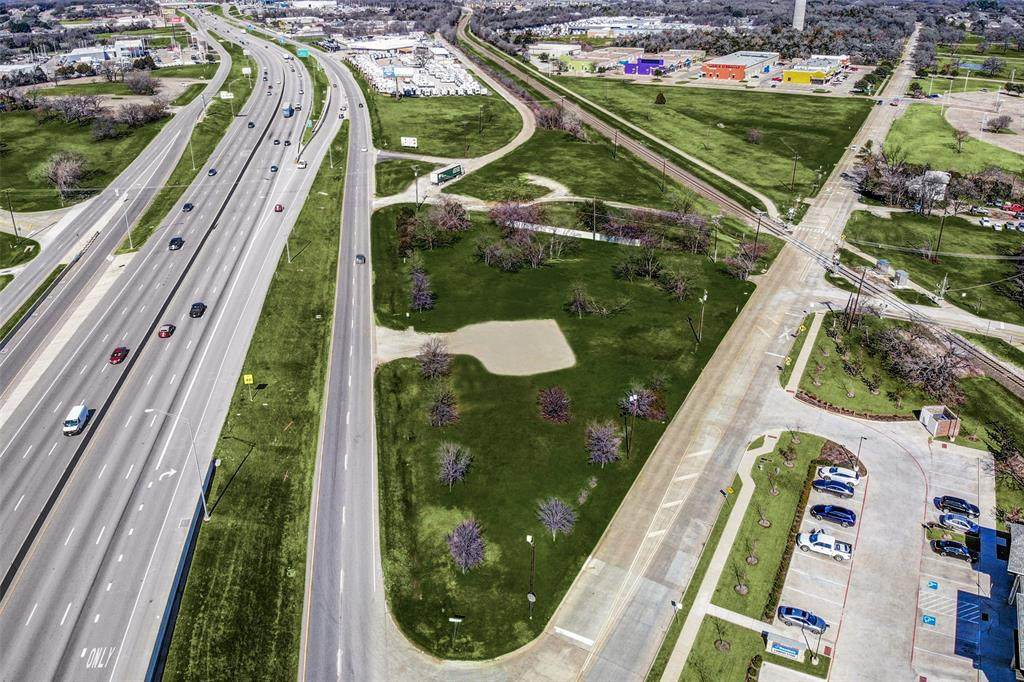5855 Stemmons Freeway - Photo 1