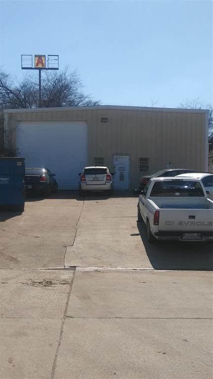 2321 NW Dallas Street, Grand Prairie, TX 75050 (MLS #14281897) :: Ann Carr Real Estate