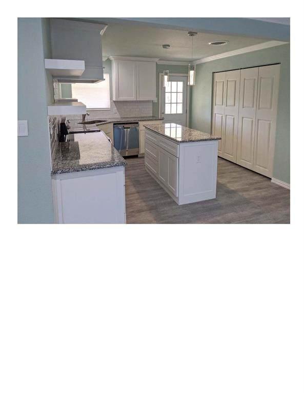 8037 Pinewood Drive, Benbrook, TX 76116 (MLS #14282216) :: Baldree Home Team