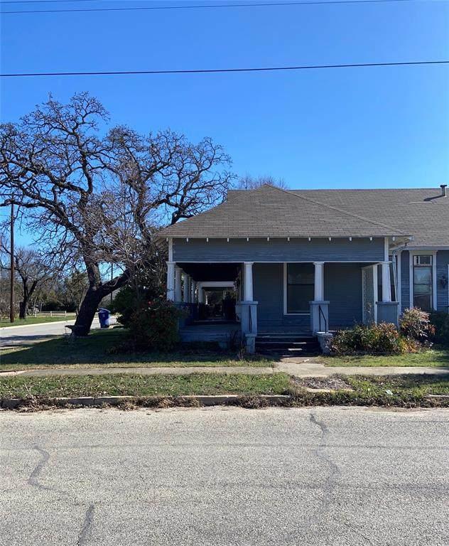 1001 3rd Street, Brownwood, TX 76801 (MLS #14284129) :: Team Tiller