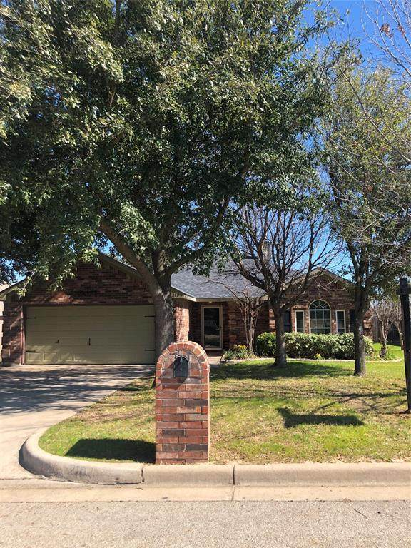 210 Whispering Dell Lane, Weatherford, TX 76085 (MLS #14284220) :: The Heyl Group at Keller Williams