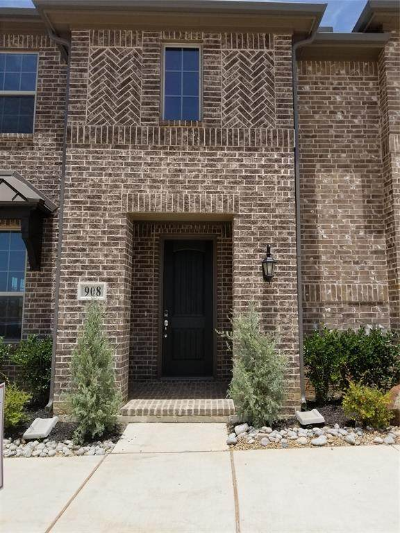 904 Estelle Ave Drive, Euless, TX 76040 (MLS #14287598) :: Hargrove Realty Group