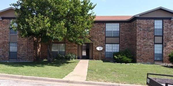 8000 Cambridge Circle, White Settlement, TX 76108 (MLS #14302759) :: Post Oak Realty