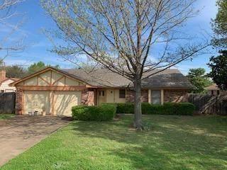 1733 Briar Run, Benbrook, TX 76126 (MLS #14308811) :: Potts Realty Group