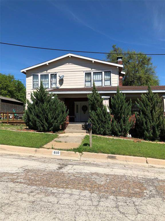 610 NW 7th Street, Mineral Wells, TX 76067 (MLS #14310063) :: The Kimberly Davis Group
