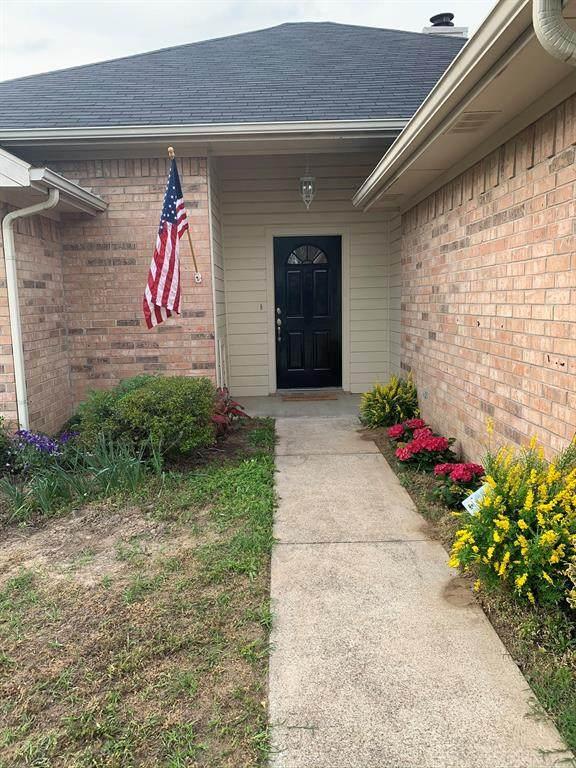 2140 Lisa Circle, Canton, TX 75103 (MLS #14310434) :: RE/MAX Pinnacle Group REALTORS