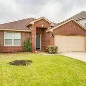 902 Gillon Drive, Arlington, TX 76001 (MLS #14312469) :: RE/MAX Pinnacle Group REALTORS