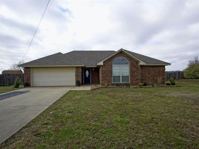 830 Airport Road, Reno, TX 75462 (MLS #14313058) :: The Chad Smith Team
