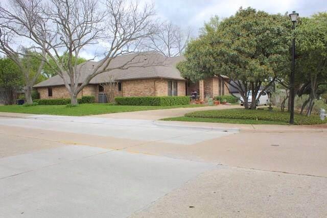 6809 Hunters Ridge Drive, Dallas, TX 75248 (MLS #14314634) :: The Good Home Team