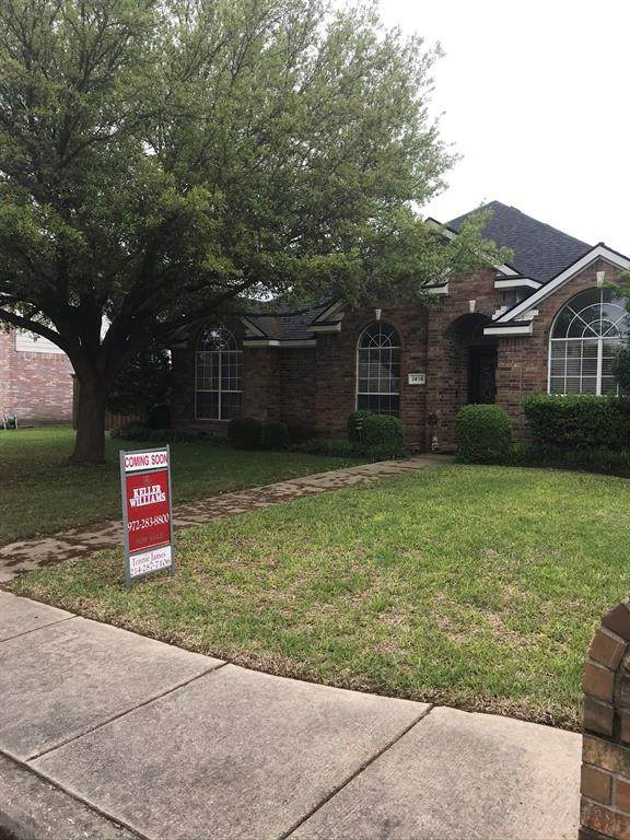 1416 Knob Hill Drive, Desoto, TX 75115 (MLS #14316530) :: Tenesha Lusk Realty Group