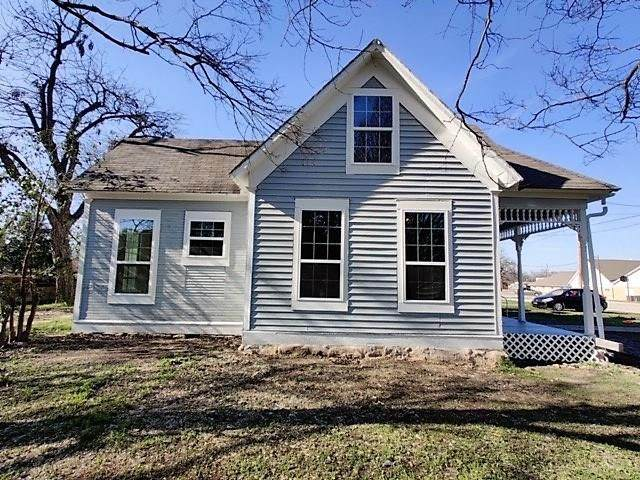 215 S Avenue H, Clifton, TX 76634 (MLS #14317969) :: Real Estate By Design