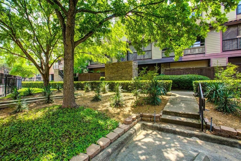 5757 University Boulevard - Photo 1