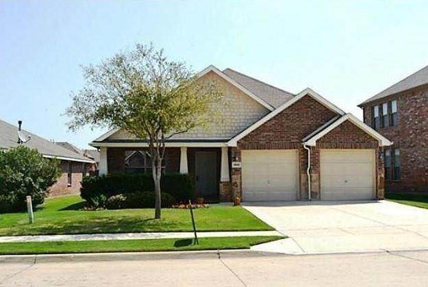 15444 Yarberry Drive, Fort Worth, TX 76262 (MLS #14335837) :: The Kimberly Davis Group