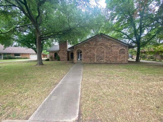 1304 Clover Hill Road, Mansfield, TX 76063 (MLS #14343813) :: The Tierny Jordan Network