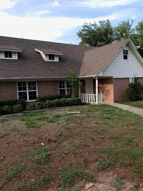 2515 Foxcroft Circle, Denton, TX 76209 (MLS #14344520) :: The Mauelshagen Group