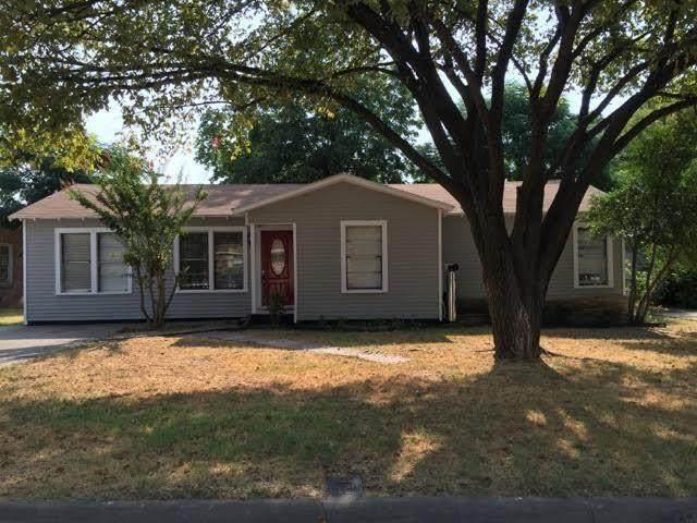 700 Harrison Lane, Hurst, TX 76053 (MLS #14348353) :: All Cities USA Realty