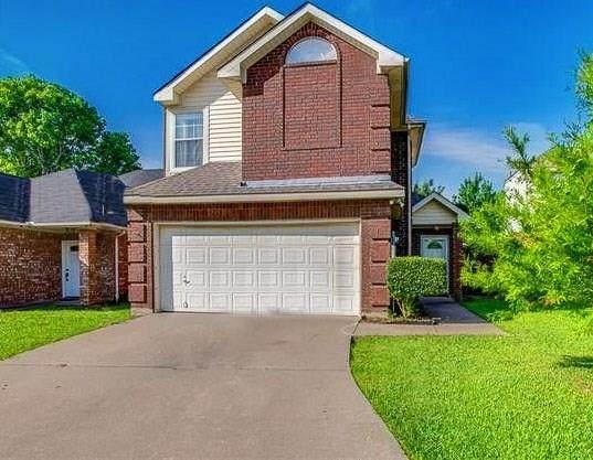 1366 Mimosa Lane, Lewisville, TX 75077 (MLS #14350374) :: Real Estate By Design