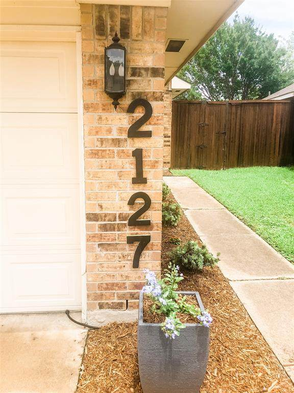 2127 Stradivarius Lane, Carrollton, TX 75007 (MLS #14350849) :: HergGroup Dallas-Fort Worth