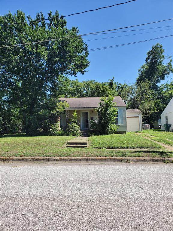 4120 Crestview Drive, Fort Worth, TX 76103 (MLS #14354334) :: Frankie Arthur Real Estate