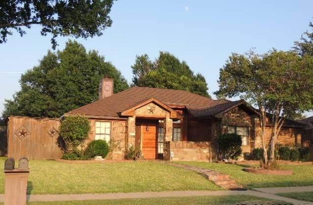 2810 Baron Drive, Garland, TX 75040 (MLS #14355668) :: Tenesha Lusk Realty Group