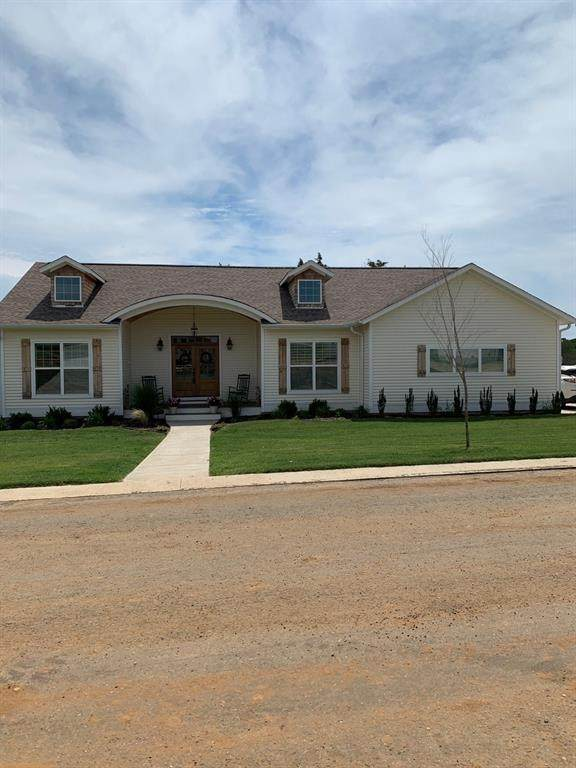 114 Willow Tree Lane, Pottsboro, TX 75076 (MLS #14355948) :: Tenesha Lusk Realty Group