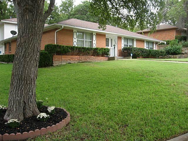 3406 Springwood Lane, Dallas, TX 75233 (MLS #14370793) :: The Heyl Group at Keller Williams