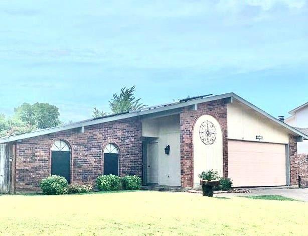 2618 Meadowview Drive, Arlington, TX 76016 (MLS #14372130) :: Frankie Arthur Real Estate