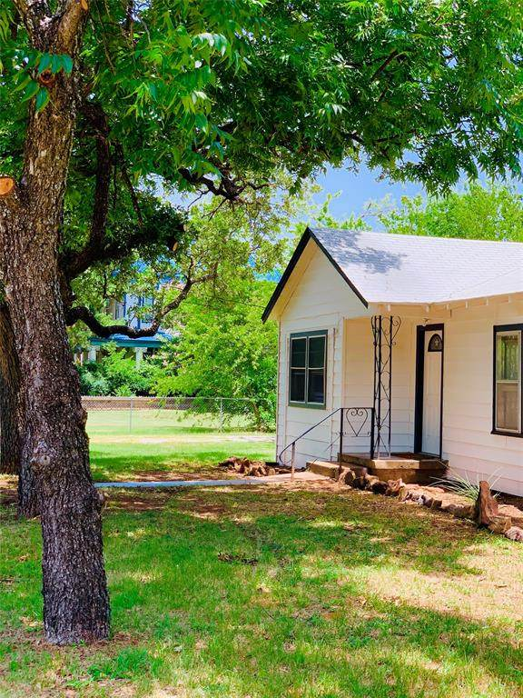 1305 SE 4th Avenue, Mineral Wells, TX 76067 (MLS #14372484) :: The Mauelshagen Group