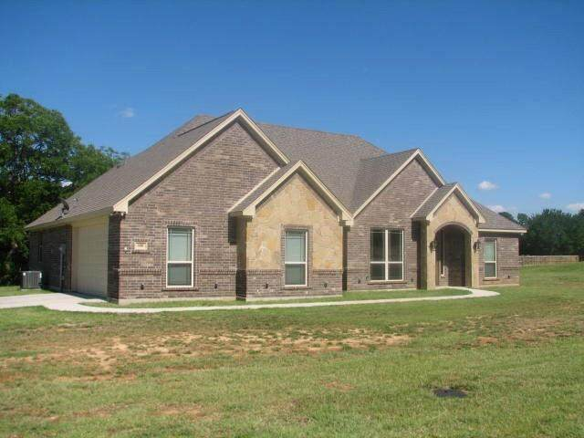 108 James Goldie Drive, Springtown, TX 76082 (MLS #14373757) :: NewHomePrograms.com LLC