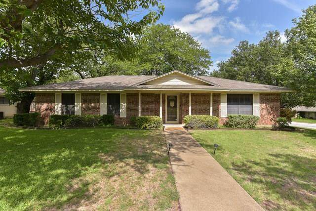 156 Stardust Lane, Desoto, TX 75115 (MLS #14376540) :: Tenesha Lusk Realty Group