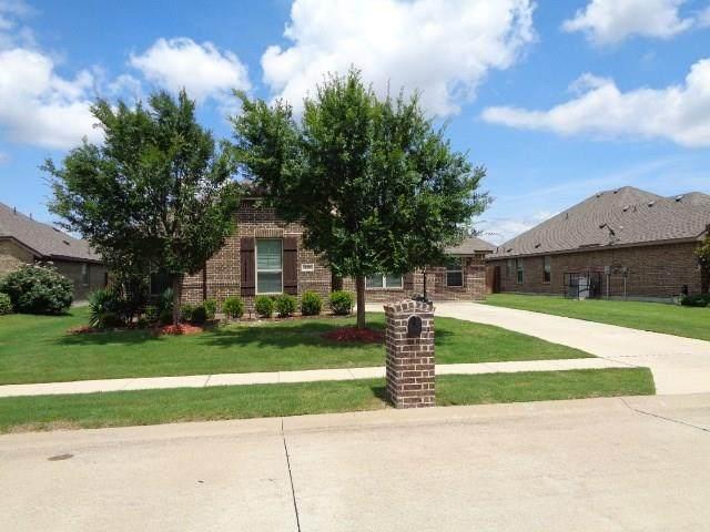 210 Newcastle Street, Waxahachie, TX 75165 (MLS #14379156) :: Real Estate By Design