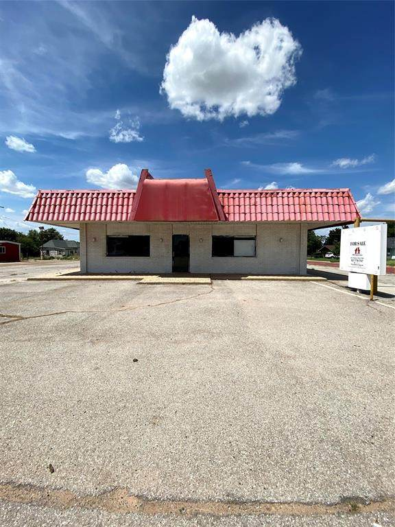 700 W 11th Street, Quanah, TX 79252 (MLS #14379820) :: Real Estate By Design