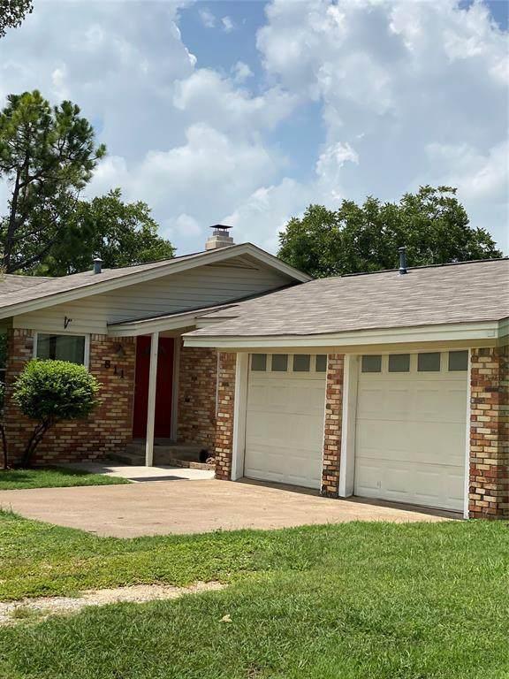 811 Phillips Drive, Azle, TX 76020 (MLS #14384135) :: Trinity Premier Properties