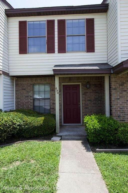 654 W Collins Street, Denton, TX 76201 (MLS #14386598) :: Post Oak Realty