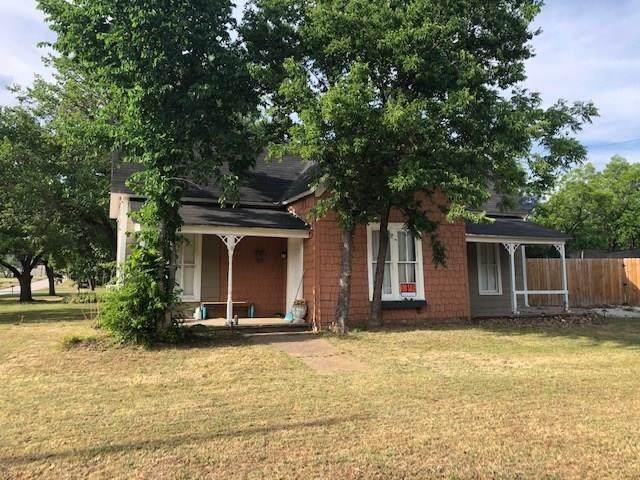 801 1st Street, Graham, TX 76450 (MLS #14398336) :: The Heyl Group at Keller Williams